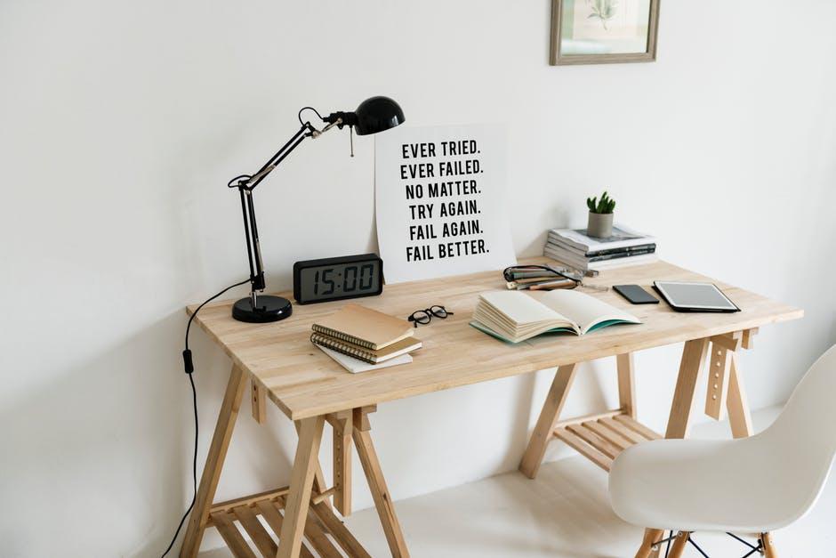 designerskie biurko do pokoju